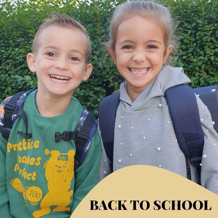 Veel succes op deze eerste schooldag! 💛 . Elena en Alexander hadden er alvast superveel zin!