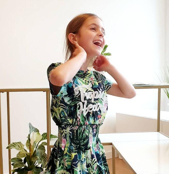 Tropic heart 🌴 Elena wordt helemaal blij van deze leuke jurk van @vinginojeans 💛 En geef